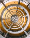 Círculos amarillos en un edificio ilustración del vector