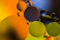 Círculos coloreados de aceite/agua Extracto de la macro Fotos de archivo libres de regalías