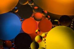 Círculos coloreados de aceite/agua Extracto de la macro Imágenes de archivo libres de regalías