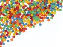 Círculos coloreados del azúcar en un fondo blanco Imágenes de archivo libres de regalías