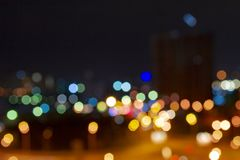 Círculos coloridos do bokeh das luzes da cidade da noite imagem de stock