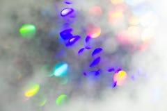 Círculos coloridos do fundo abstrato claro Textura do feriado Pontos claros coloridos do brilho no contexto cinzento fotografia de stock