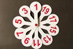 Círculos con los números para los niños En el fondo del scho fotos de archivo libres de regalías