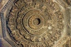 Círculos da mandala no teto de Mandapam no templo de Chennakeshava em Belur, Índia imagens de stock