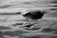 Círculos de la piedra y del agua Fotografía de archivo