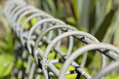 Círculos del hierro encima de una cerca de límite imagen de archivo