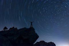 círculos espetaculares da dança no céu imagem de stock