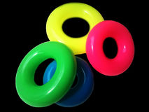Círculos plásticos em um fundo preto Imagem de Stock