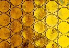Círculos vibrantes del oro de una ventana brillante Fotos de archivo