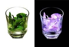 Cóctel alcohólico de dos fotos con la menta en blanco y en un b negro Imagen de archivo libre de regalías