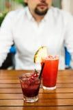 Cóctel alcohólico de las cerezas y cóctel sin alcohol exótico Fotografía de archivo