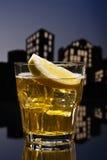 Cóctel amargo de whisky de la metrópoli foto de archivo libre de regalías
