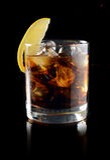 Cóctel con el whisky de la cola del hielo Imagenes de archivo