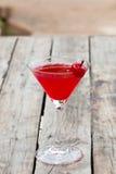 Cóctel de la cereza en el vidrio de martini Foto de archivo libre de regalías
