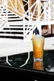 Cóctel de la fruta cítrica con hielo, el limón y la albahaca Fotografía de archivo
