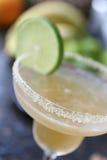 Cóctel de Margarita de la almendra con la cal Foto de archivo libre de regalías
