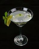 Cóctel de Martini con la cal Imagenes de archivo