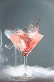 Cóctel de martini que fuma Imágenes de archivo libres de regalías