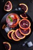 Cóctel de restauración con la naranja, el hielo y la menta rojos de sangre Imagen de archivo libre de regalías