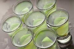 Cóctel del alcohol con la cal fotografía de archivo