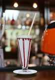 Cóctel del multicolor de la leche del arco iris en café Imagenes de archivo