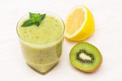 Cóctel delicioso de la fruta de kiwi del limón Imágenes de archivo libres de regalías