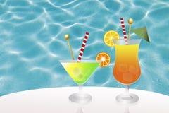 Cóctel en piscina Imagen de archivo