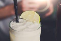 Cóctel espumoso del colada del pina del coco, primer Imagen de archivo libre de regalías
