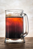 Cóctel negro y del moreno de la cerveza imagenes de archivo