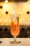 Cóctel sabroso del alcohólico de la fruta Fotografía de archivo