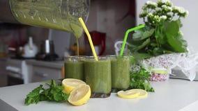 Cóctel verde de la vitamina smoothies Limpieza del cuerpo metrajes