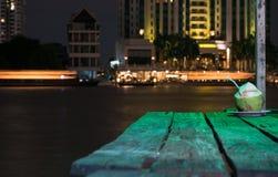 Cócteles en el río Chao Phraya imagenes de archivo