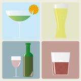Cócteles, vidrios y botella de vino Imágenes de archivo libres de regalías