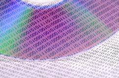 Código binario y DVD Imágenes de archivo libres de regalías