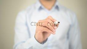 Código civil, escritura del hombre en la pantalla transparente fotos de archivo
