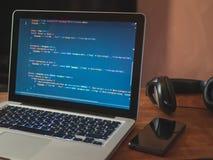 Código de computador em tornar-se da Web do portátil fotos de stock royalty free