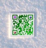 Código de la Feliz Navidad QR en nieve fotos de archivo