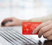Código de seguridad de la tarjeta de crédito para la entrada en línea del comercio electrónico fotos de archivo