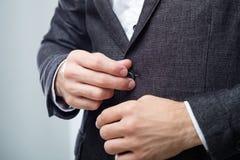 Código de vestimenta elegante de la oficina de la chaqueta del traje del hombre de negocios fotografía de archivo
