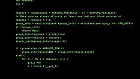 Código del pirata informático que corre abajo de un terminal de pantalla de ordenador 4K metrajes