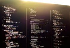Código en la pantalla del ordenador portátil, desarrollo web de Js Imagen de archivo libre de regalías
