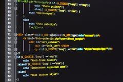 Código programado en la pantalla de ordenador foto de archivo libre de regalías