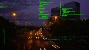 Códigos de programa y un camino ocupado almacen de video