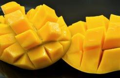 Cómo cortó un mango dulce Fotos de archivo