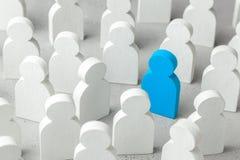 Cómo elegir a un líder de la muchedumbre de personal Porción de gente y de un empleado especial Reclutamiento del personal fotografía de archivo libre de regalías