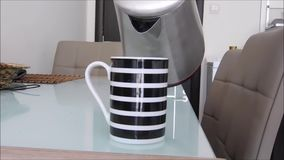 Cómo hacer el café en algunos pasos almacen de metraje de vídeo
