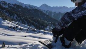 Cómo sujetar el atascamiento en snowboard, cómo montar 4K cantidad, vídeo sano de la forma de vida Deporte almacen de video