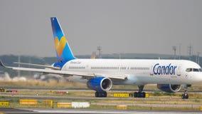 Cóndor Boeing 757 que lleva en taxi almacen de metraje de vídeo
