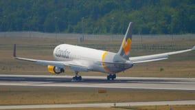 Cóndor Boeing 767 que se acerca almacen de video