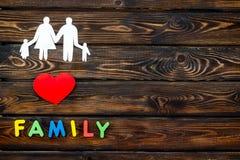 Cópia da família e conceito da criança da adoção no modelo amarelo da opinião superior do fundo imagem de stock royalty free